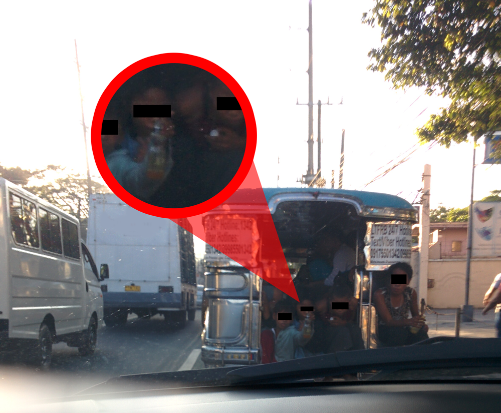 You Wont Believe What These Kids Are Doing At The Back Of Jeepneys Kunci Pas 40 Pcs Shock Bengkel Sepeda Motor Mobil A Group Seen Hitching Ride While Holding Solvent Inhalant And Asking For